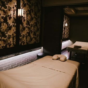 Treat Your Feet Buckhead is a perfect place to take a date. Upstairs, we have two private couples massage rooms that can be converted into four private individual massage rooms.